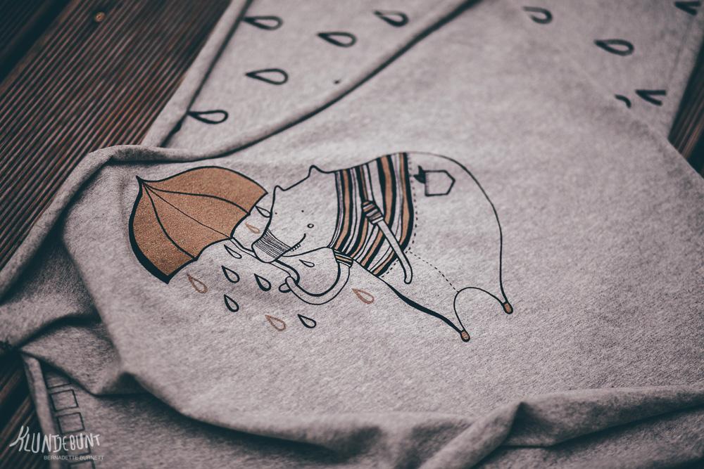 Textildesign Regndroppar von Bernadette Burnett unter dem Label Kluntjebunt