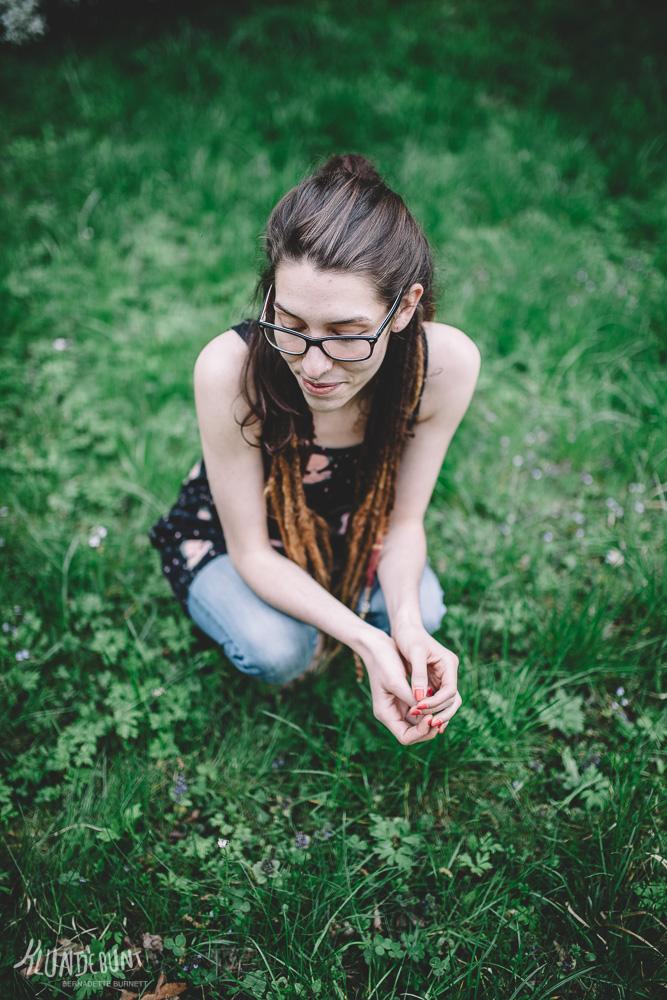 Frau im Gras mit Top aus Lina von Lillestoff by Kluntjebunt