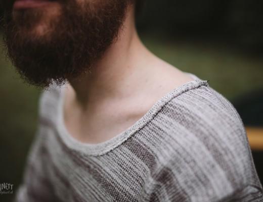 Extra weiter Halsausschnitt an Männer Pullover